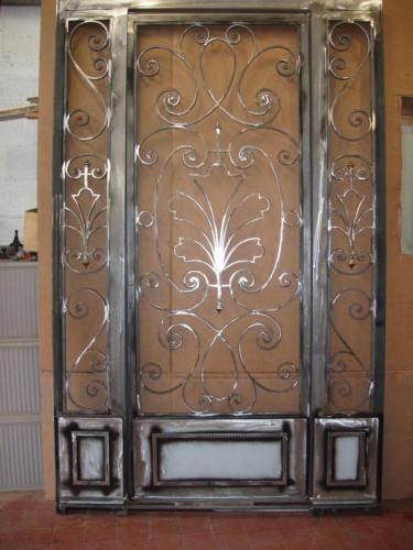 Porte en fer forgé avec deux partie fixe